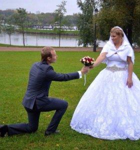 Свадебное платье + подарок.