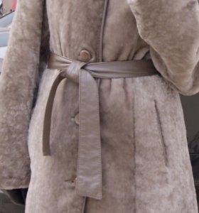 Мутоновая шуба с воротником из норки