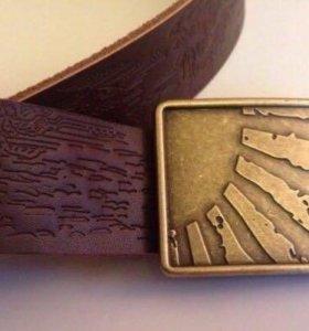 Кожаный ремень, новый, с пряжкой коричневый