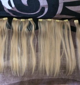 Пряди волос на заколках