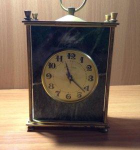 Настольные старинные часы Молния в мраморе