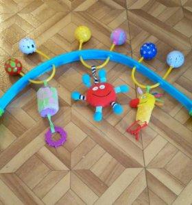 Игрушки и коврик развивающий