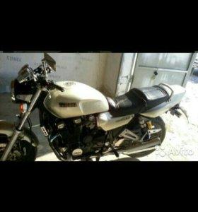 Yamaha - XJR-1200