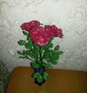 Розы из бисера.в вазе.
