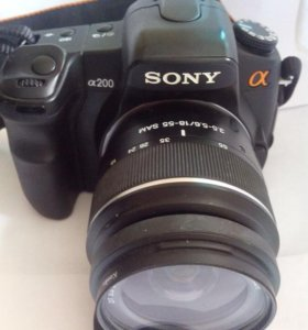 Фотоаппарат зеркальный 3 объектива и вспышка.