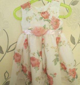 Нарядное платье с цветами.