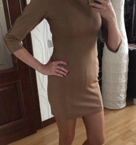 Бежевое приталенное платье