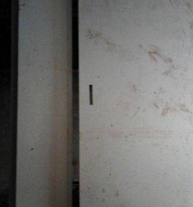 Входная подъёздная дверь