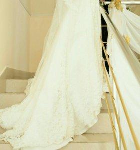Шикарное платье со шлейфом. ТОРГ