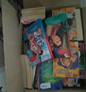 Коробка с романами (около 100шт) (срочно)