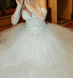 Свадебное платье с туфлями