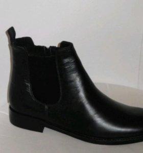 Резиновые ботинки, сапоги.