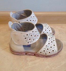 Нарядные сандали