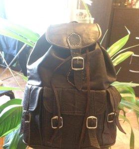 Кожаный рюкзак с карманами