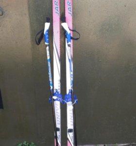 Лыжи с палками и ботинки