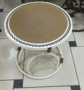 Столик плетеный