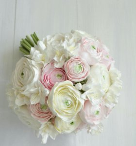 Букет невесты с ранункулюсами и розами из глины