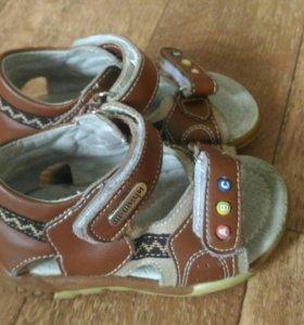 Сандалики кожаные на первый шаг 21 размер