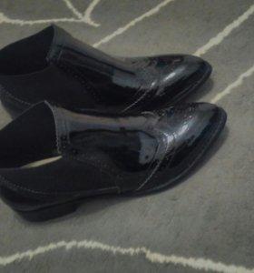 Ботинки натуральная кожа,лак