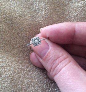 Колечко с бриллиантами. Размер 17.  СКИДКА