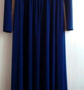 Темно-синие платье в пол.