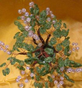Дерево с ягодами из бисера с камнем Хризолит
