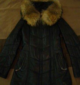 Кожаная куртка-пуховик с мехом лисы