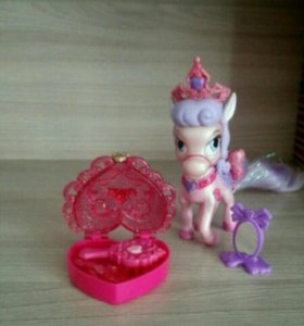 Пони питомец принцессы Диснея Белоснежки.