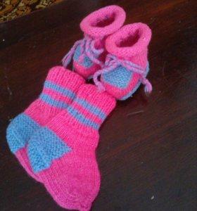 Пинетки и носочки вязанные