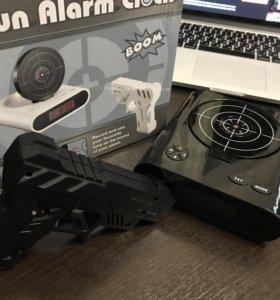 Будильник мишень с пистолетом чёрный