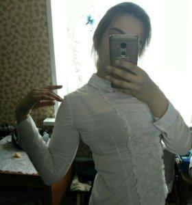Белая, ажурная блузка