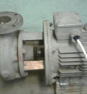 Промышленный электрический насос.