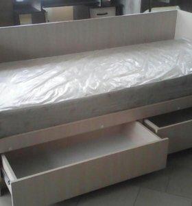 Кровать с матрасам