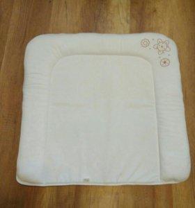 Мягкий матрасик для пеленания малыша