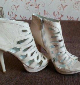Ботильены, сапоги, туфли