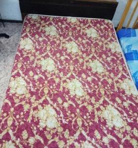 Кровать с матрасом 140 на 200.