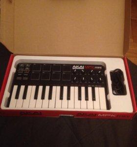 MIDI клавиатура Akai MPK mini