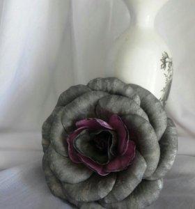 Цветок серебристо-серый