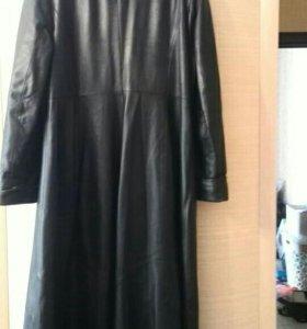 Женское кожаное пальто (б/у в хорошем состоянии)