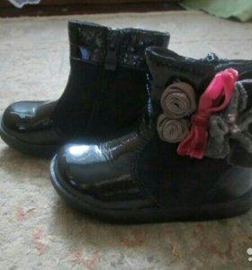 Ботинки замшевые с лаковым покрытием