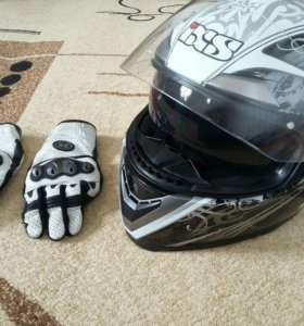 Мотошлем и мотоперчатки