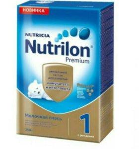 Детская смесь Nutrilon Premium