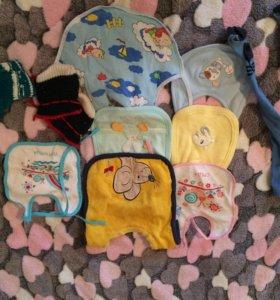 Слюнявчики ,вязаные носочки и колготы