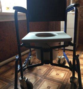 Инвалидная коляска с санитарным оснощением