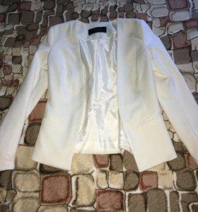 Пиджаки чёрный и белый, отличное состояние ,