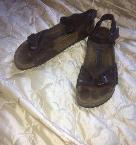 Birkenstock сандали.