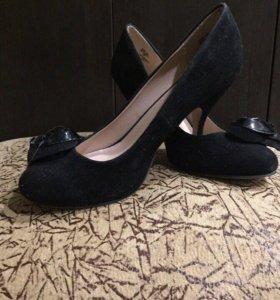Туфли на низком каблуке