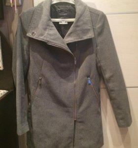 Продам пальто осень.