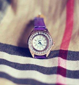 Часики с фиолетовым ремешком