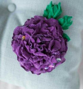 Цветок-брошь из натуральной замши